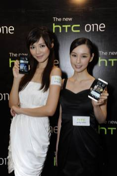 Resize of Elva and Sabina with The new HTC One_4