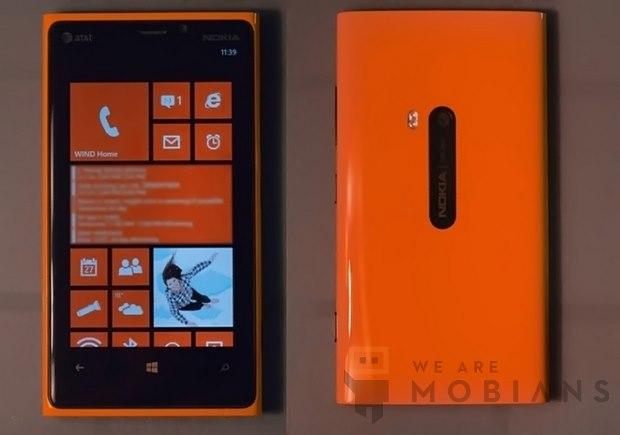 Jaune, puis mat, puis brillant, puis orange,... Ce Nokia Lumia 920 est passé par plusieurs étapes de customisations avant d'arriver à ce résultat.