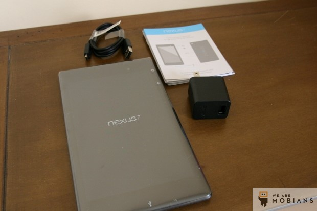 le contenu de la boite du Nexus 7 2 version 2013
