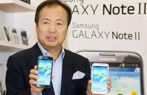 JK Shin, Président de Samsung Mobile avec le Galaxy Note 3 en main