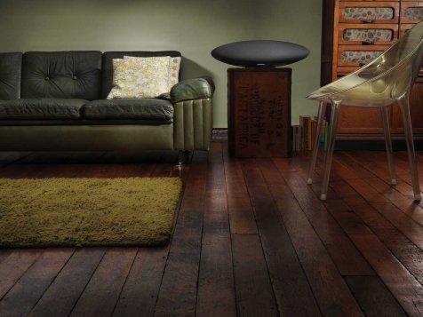 B&W_ZeppelinWireless_location2_sofa