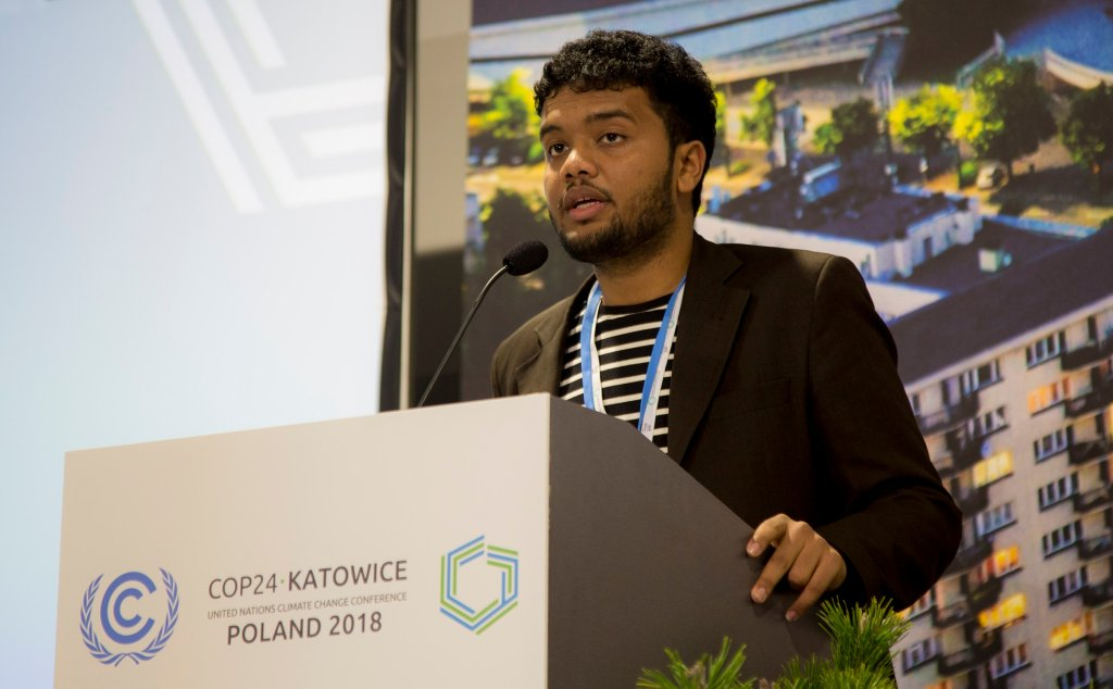 Saffran Mihnar speaking at a climate conference before the COVID-19 outbreak.