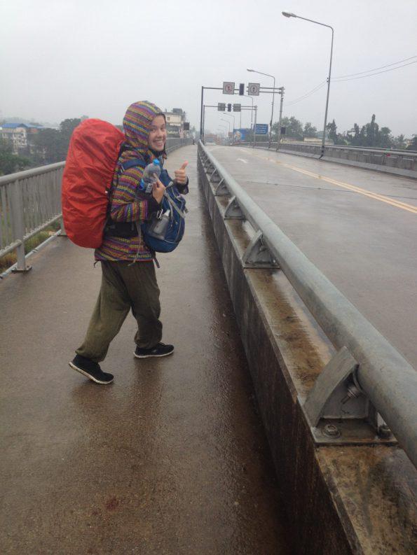 In de regen de grens naar Myanmar overlopen!
