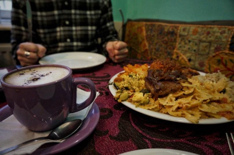 Ook buitenshuis kun je voedselverspilling tegen gaan! In Budapest kregen we dit bord heerlijke eten niet top en namen we de restjes mee voor de volgende dag.