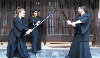 Ik en de andere cursisten met onze zwaarden