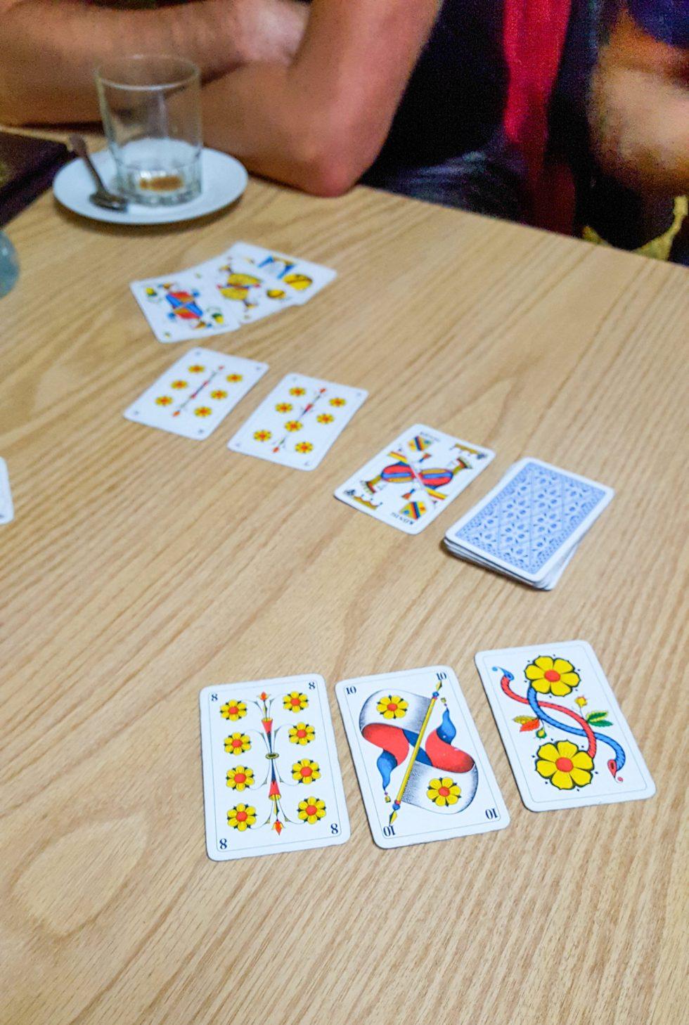 Kaartspelletjes spelen in het café