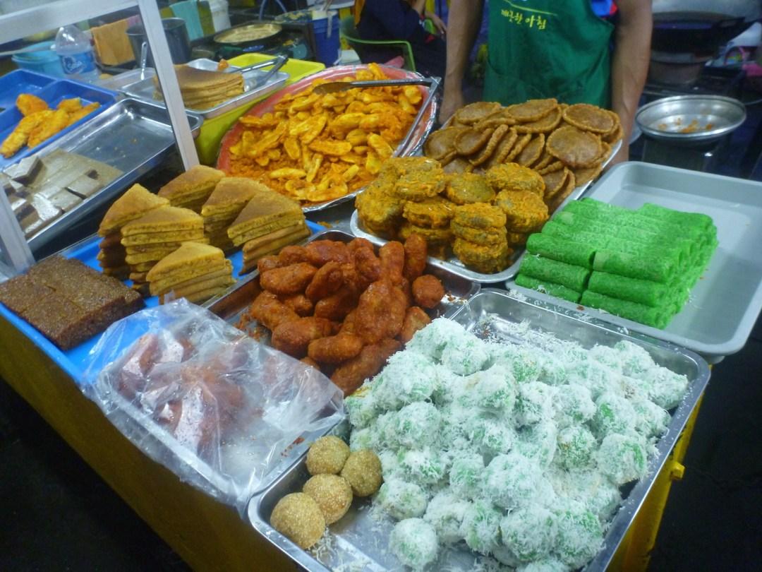 Kota-Kinabalu-Market-desserts