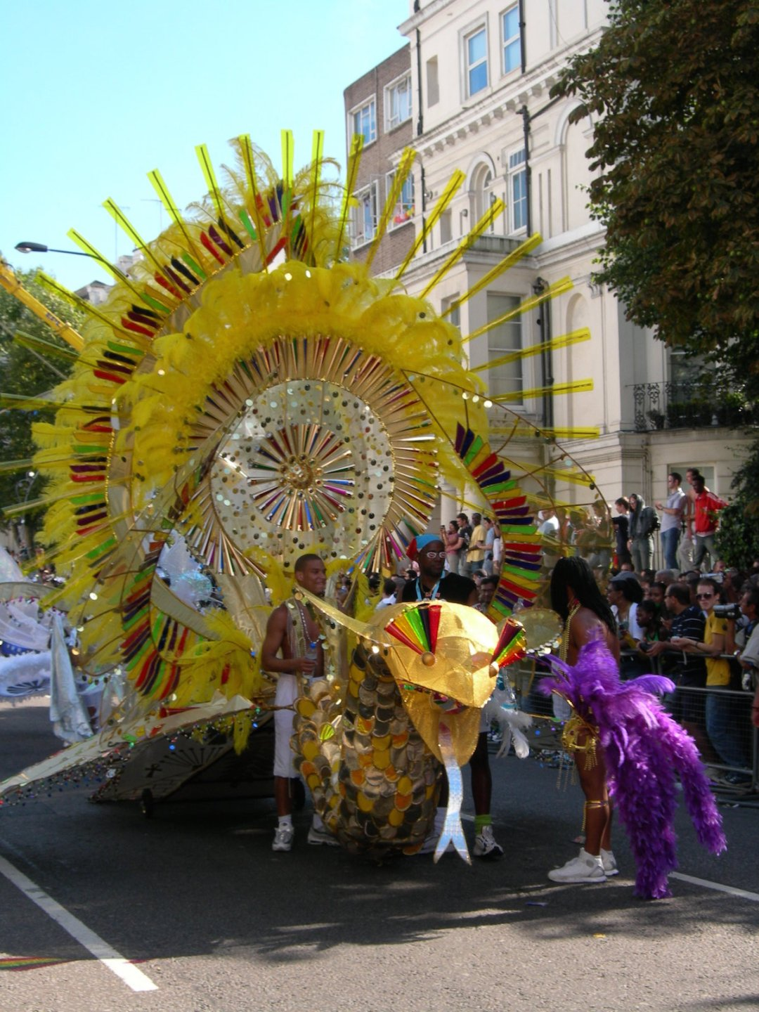 notting-hill-carnival-we-are-travel-girls-8