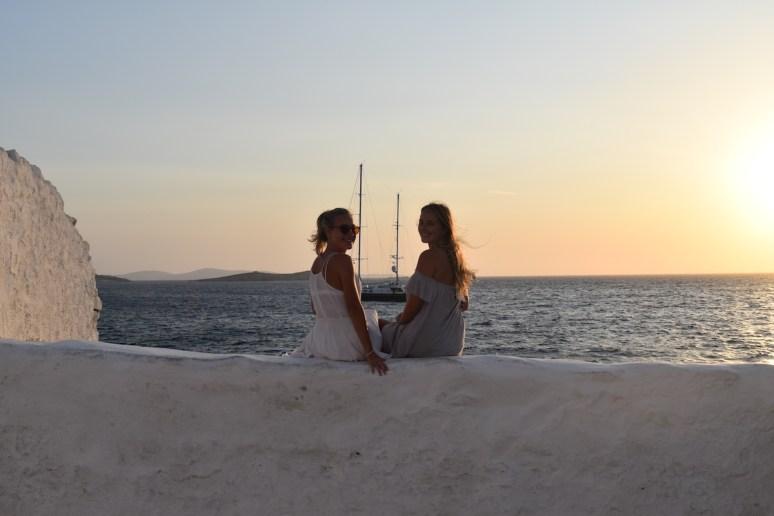 Solo-Travel-mykonos-friends-2