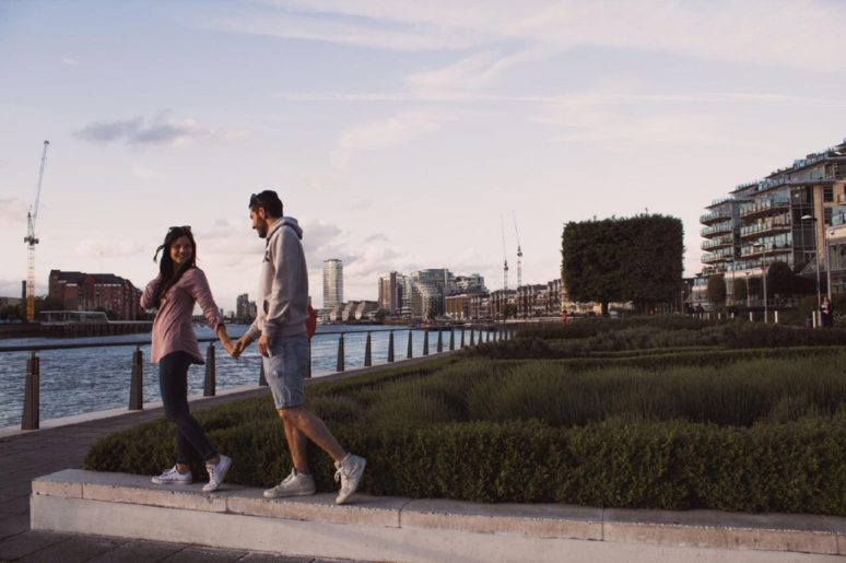 6 TIPS TO MAKE THE MOST OF TRAVELING AS A COUPLE evening-walks-london