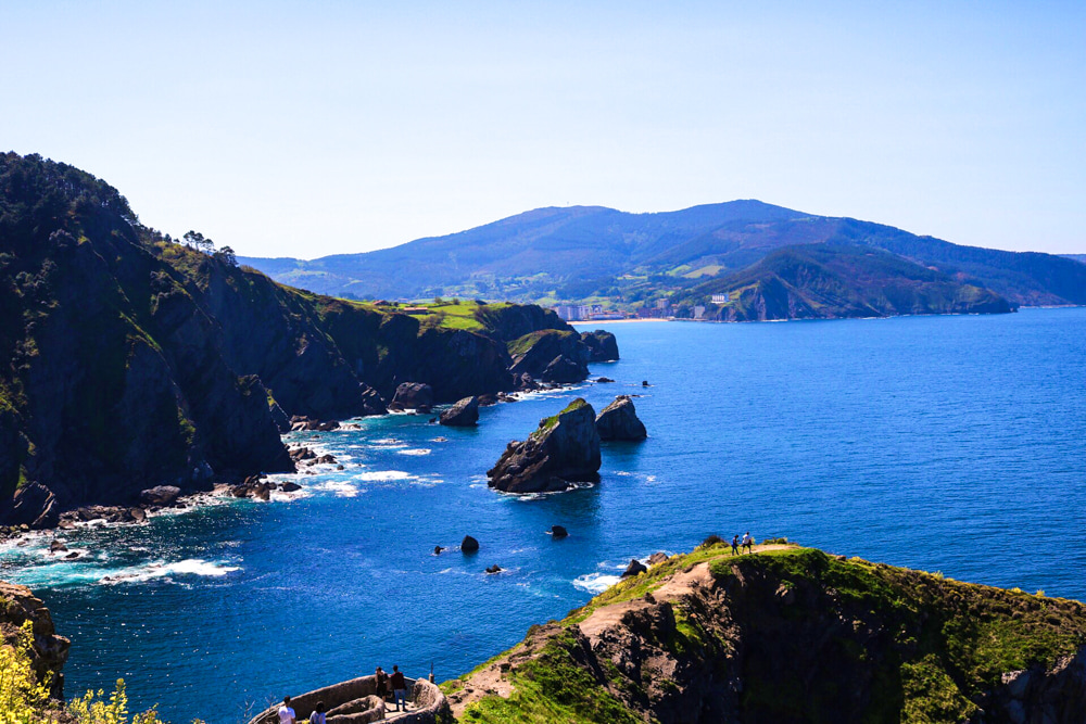 "HIKING SAN JUAN DE GAZTELUGATXE (AKA GAME OF THRONE'S ""DRAGONSTONE"")"