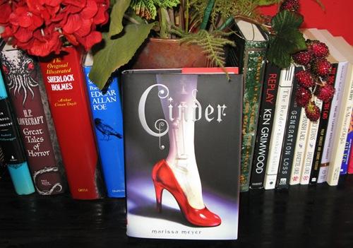 Cinder (Lunar Chronicles #1)