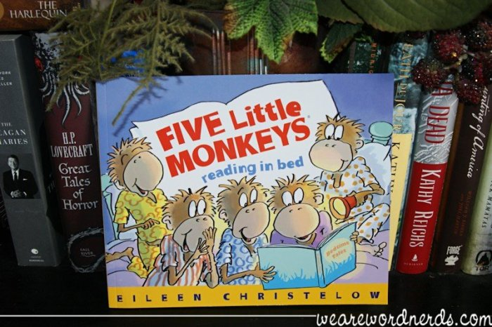 Five Little Monkeys Reading in Bed | wearewordnerds.com