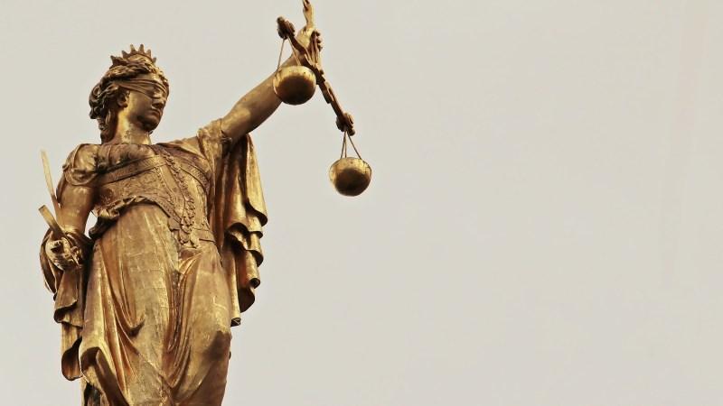 Verdachten kan enkel grönningsk – rechters proberet et ouk