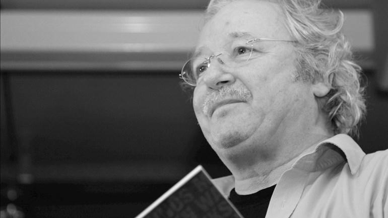 Korona: hengeler old-stadsdichter Fred van de Ven (70) uut de tyd