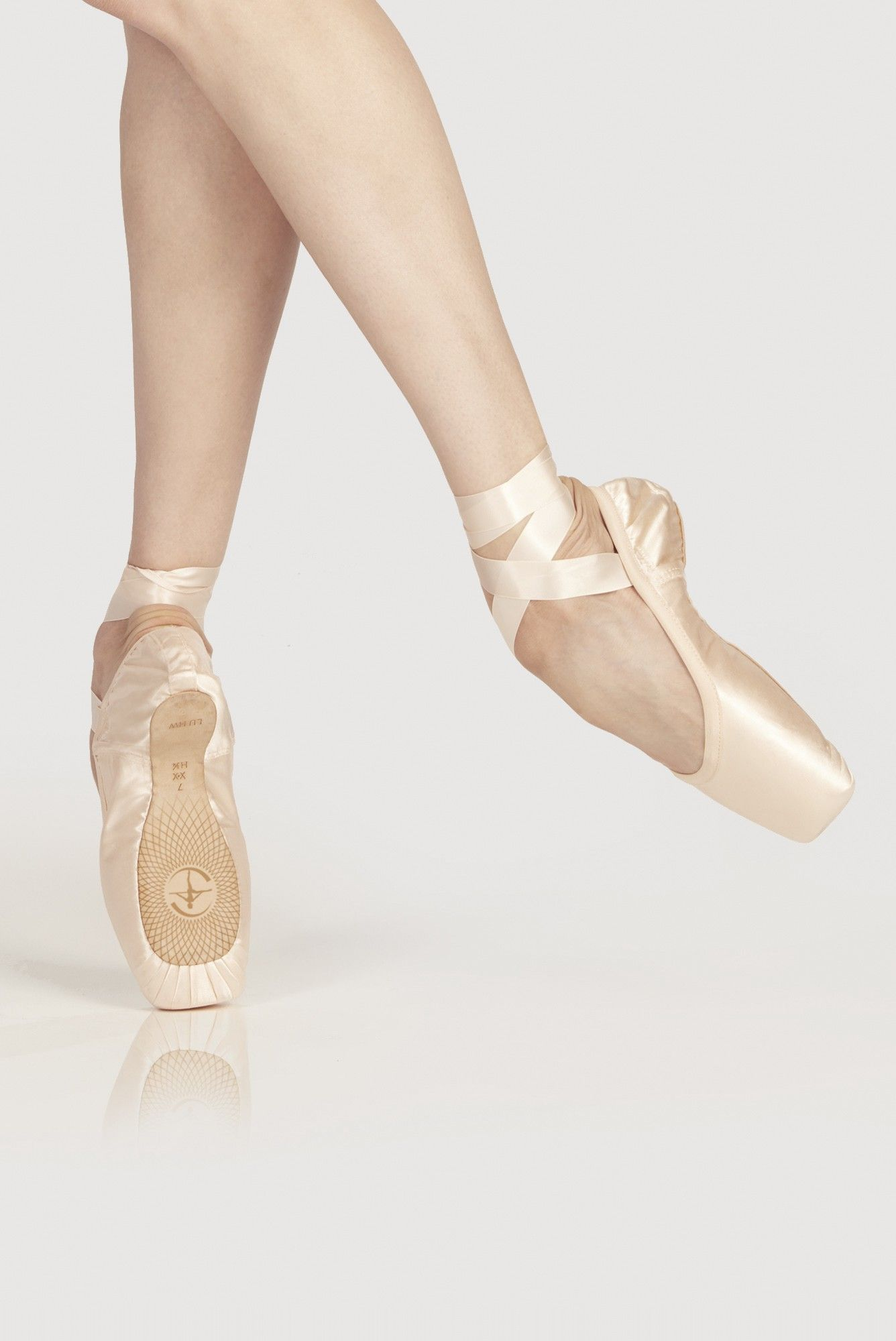 POINTE SHOES OMEGA  Wear Moi