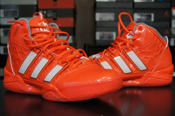 check out 9e218 b6b70 Performance Teaser adidas adiPower Howard 2 Pt. 2
