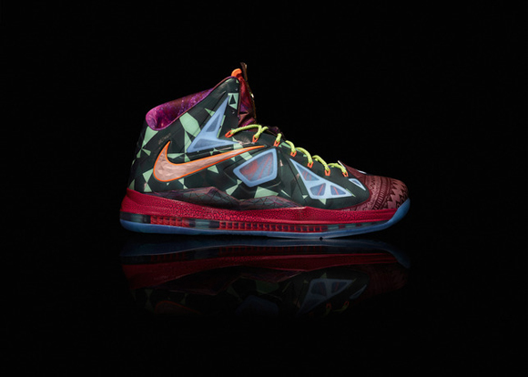 Nike-Marks-LeBron-James's-Most-Valuable-Player-Title-with-Nike-LeBron-X-Shoe-7