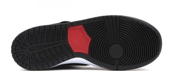 0050e7d334ee ... Nike-SB-Dunk-Mid-Black-White-Gym-Red-