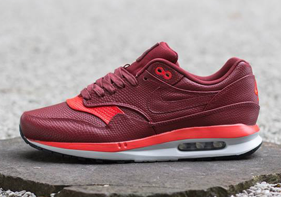best sneakers 0a6a7 e9814 Air Max Lunar1 Deluxe Red/Burgundy - First Look - WearTesters