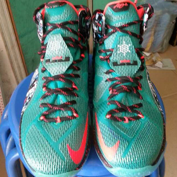 detailed look 4527a 89738 Nike LeBron 12  Christmas