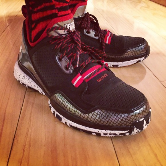 detailed pictures 048ec e80a9 adidas D Lillard 1  Away  - Release Info + On-Feet Look - WearTesters