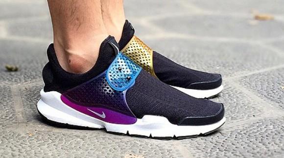 new styles 288e5 eb741 nike sock dart be true rainbow on foot - WearTesters