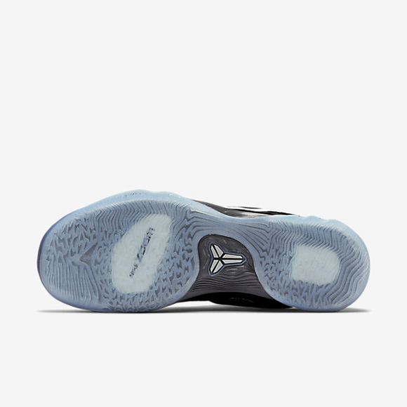 Nike Zoom Venomenon 5 Is Now Available In Black Dark Grey - Metallic Silver 3