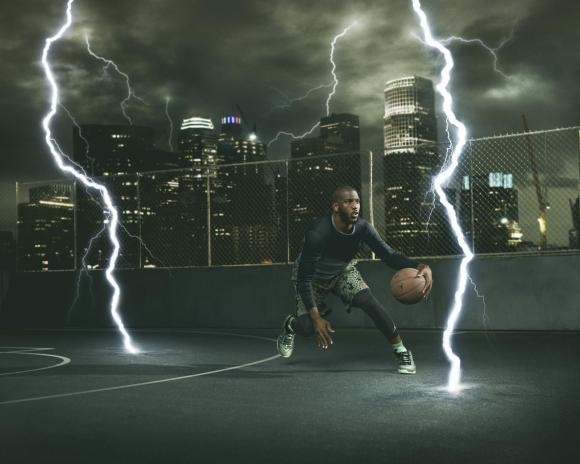 Chris Paul wearing the Jordan CP3.IX Emerald