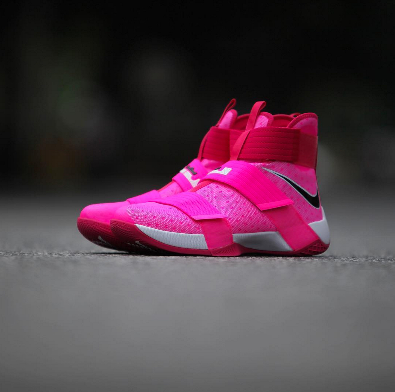 6325061fb0a nike lebron soldier 10 breast cancer 1 - WearTesters
