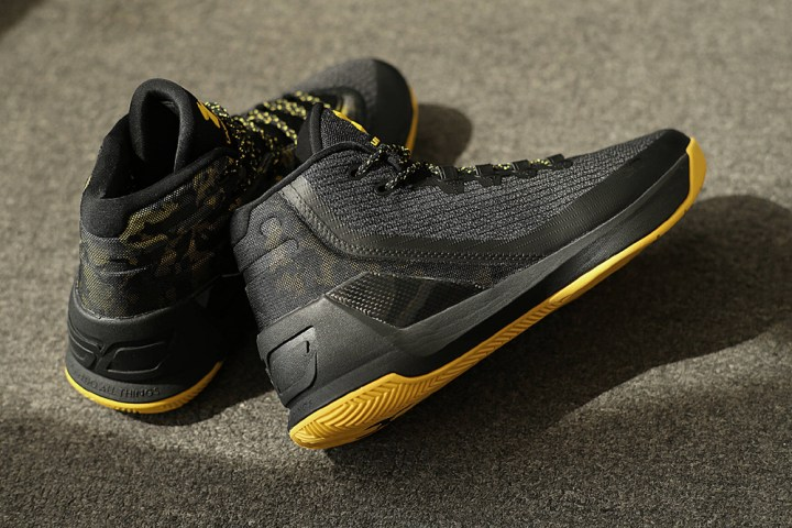 get-up-close-and-personal-with-the-under-armour-curry-3-black-taxi-2