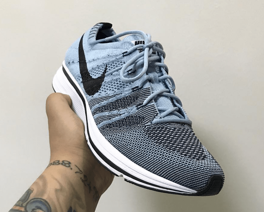 e7bd47705f8bb nike flyknit trainer circus blue 5 - WearTesters