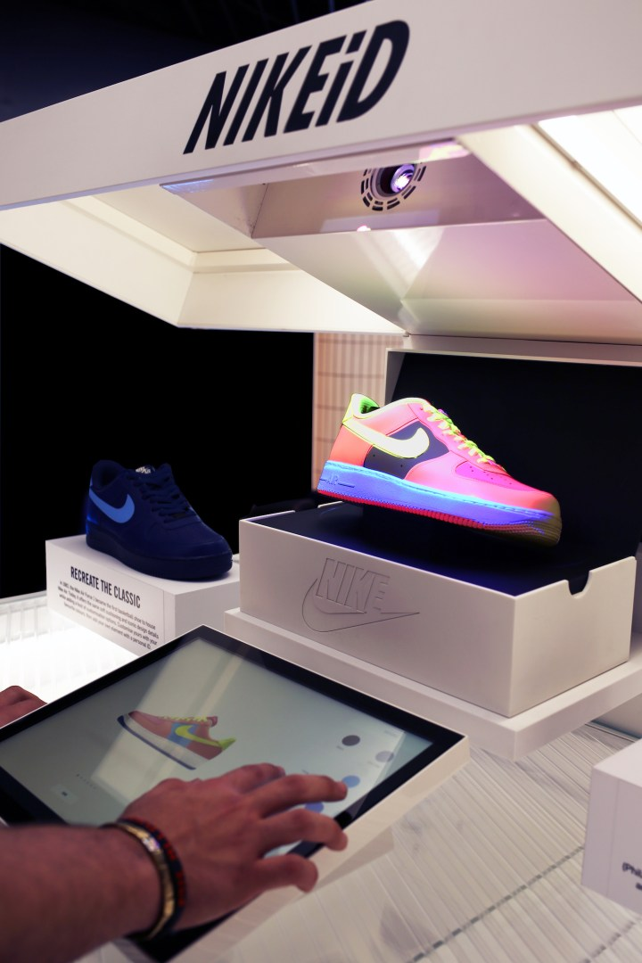 50eb5cfc201f NIKEiD Direct Studio live real-time customization niketown london 5