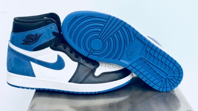 Air Jordan 1 Blue Moon Best Hand in the Game collection 2