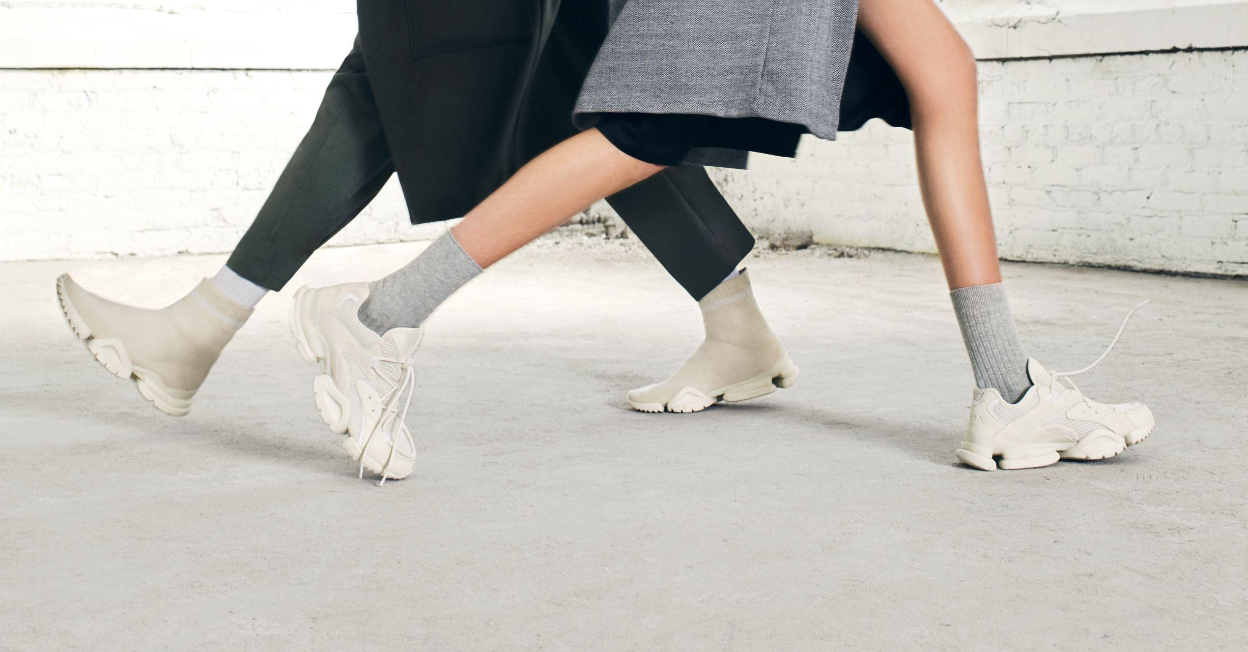 9d6725eaba0 Reebok Drops  Chalk  Sock Run.r and Run.r 96 Exclusively at Luxury ...