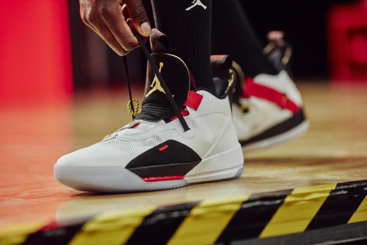 air jordan 33 on foot