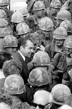 President Nixon meeting with the troops in Vietnam (17kb)