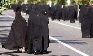 Ramadan - Iranerinnen auf Weg zum Freitagsgebet