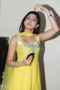 [Image: Praneetha+Cool+in+Yellow+Punjabi+Dress+P...283%29.jpg]