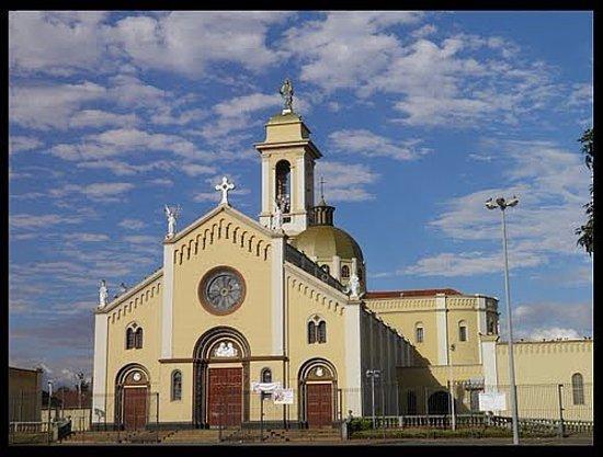 Uberaba: Paróquia Nossa Senhora da Abadia