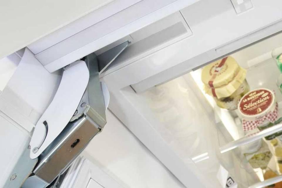 Nice Kche Scharniere Images  Hangeschrank Mit Falt Lift Glasrahmentur Glasbodenleuchte Echt