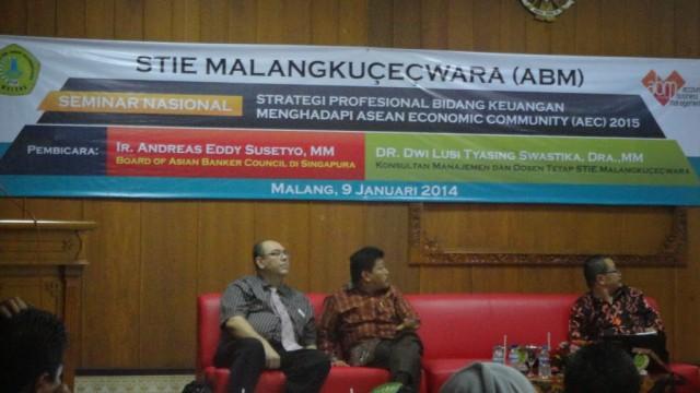 """Seminar Nasional """"STRATEGI PROFESIONAL BIDANG KEUANGAN MENGHADAPI AEC 2015"""""""