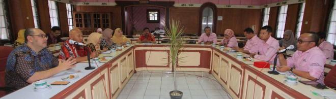 Discuss on The Spot Jawa Pos Radar Malang bersama Direktur Jawa Pos Radar Malang Kurniawan Muhammad, jajaran manajer, dan redaktur di ABM