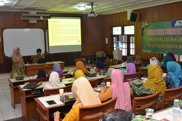 Pendamping pengarahan para pengrajin Batik Mojokerto