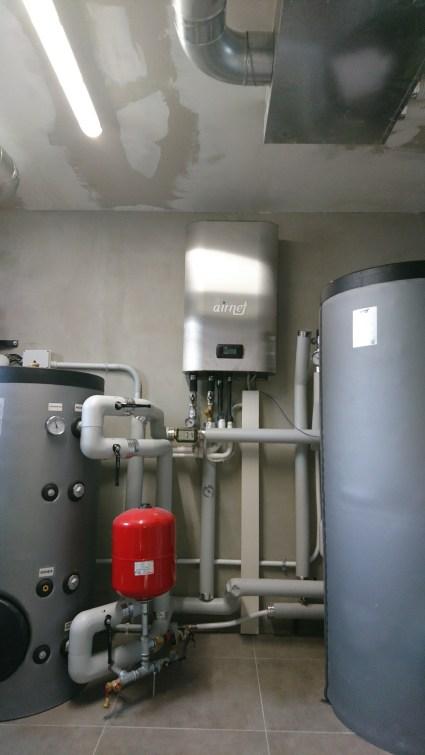 Centrale termica: unità interna pompa di calore, bollitore sanitario e accumulo inerziale caldo/freddo