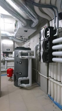 Unità interna pompa di calore e accumulo inerziale