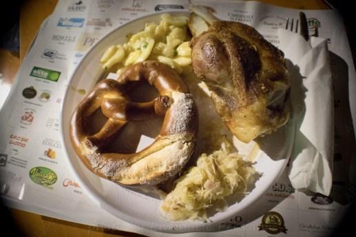 piatto tedesco con stinco patate crauti e pretzel_da_raw