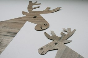 Sehen aus wie aus Holz: die Elche aus Laminat-Musterpapier. Foto: Julia Marre