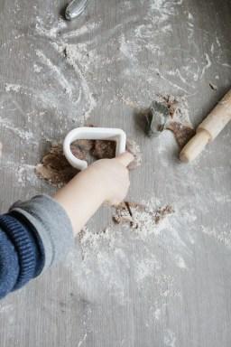 Schwofen vorm Ofen: Dann kommt das Förmchen. Foto: Julia Marre