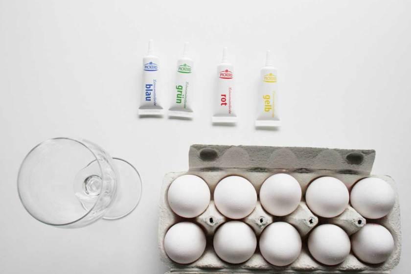 Wenn Küken Eier färben - Osterspaß mit Kindern